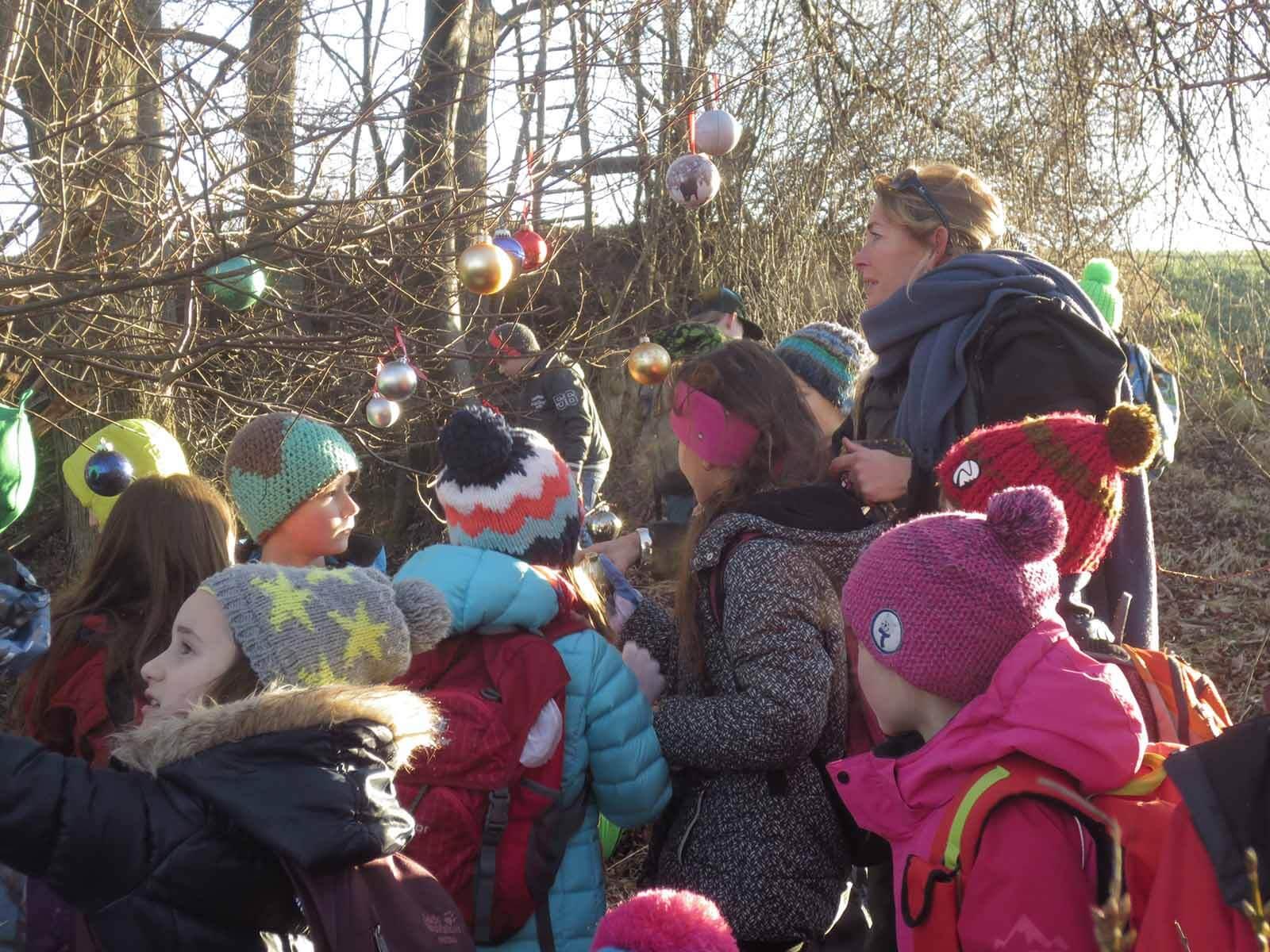 Bei der Exkursion lernten die Kinder den Lebensraum des Tieres kennen.
