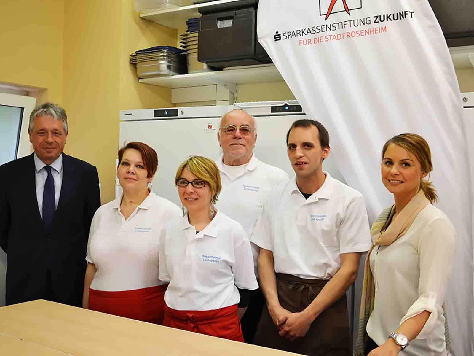 Die Firma Liebherr in Vertretung durch Rudolf Straub (li.) ist bei den Anschaffungskosten entgegen gekommen.
