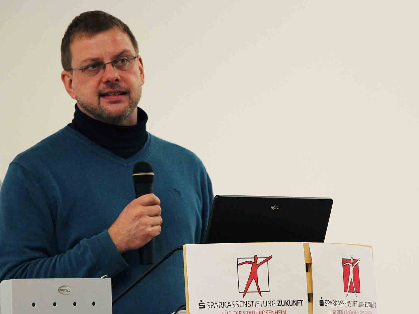 """Uwe Buermannn fordert eine """"neue Medienökonomie"""" und rät so wenig wie möglich Medienkonsum für Kinder."""