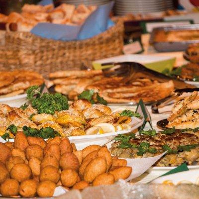 Die Belohnung am Schluss: Ein reichhaltiges Buffet für das gemeinsame Abendessen.Foto: Michael Seemeier.