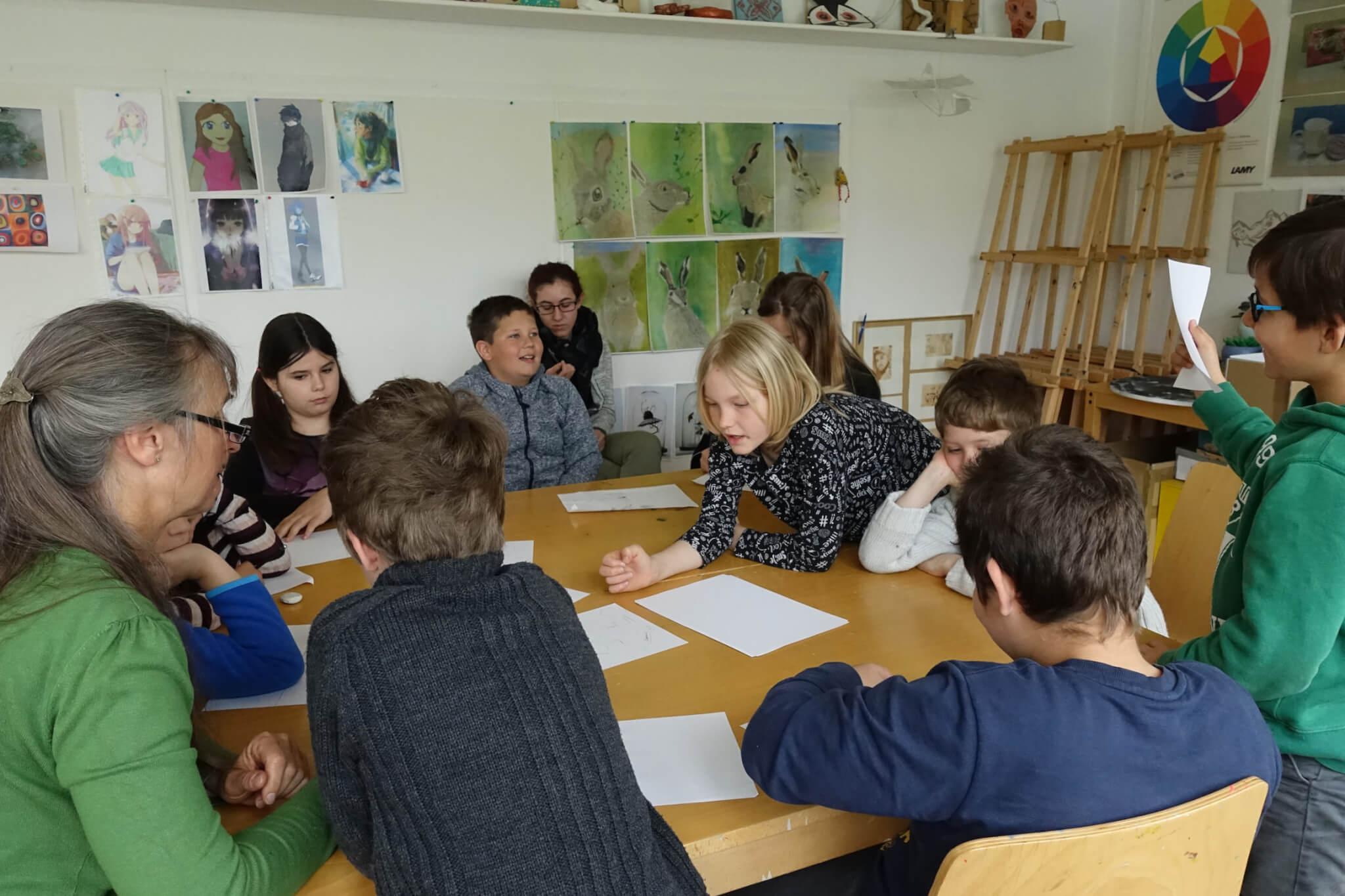 Gruppenarbeit: Auch die Geschichte muss gefunden werden. Foto: Sonja Wessel.