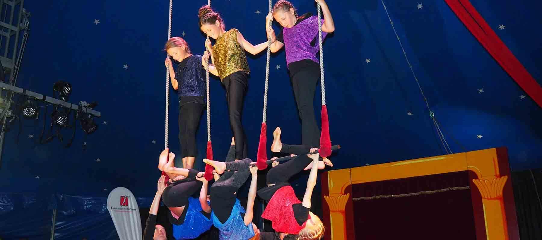 Am Trapez zeigt sich das turnerische Talent.