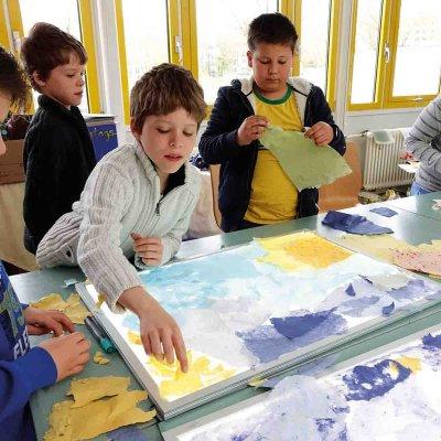 ... indem sie die Kursgebühren für die Kreativ-Kurse bei