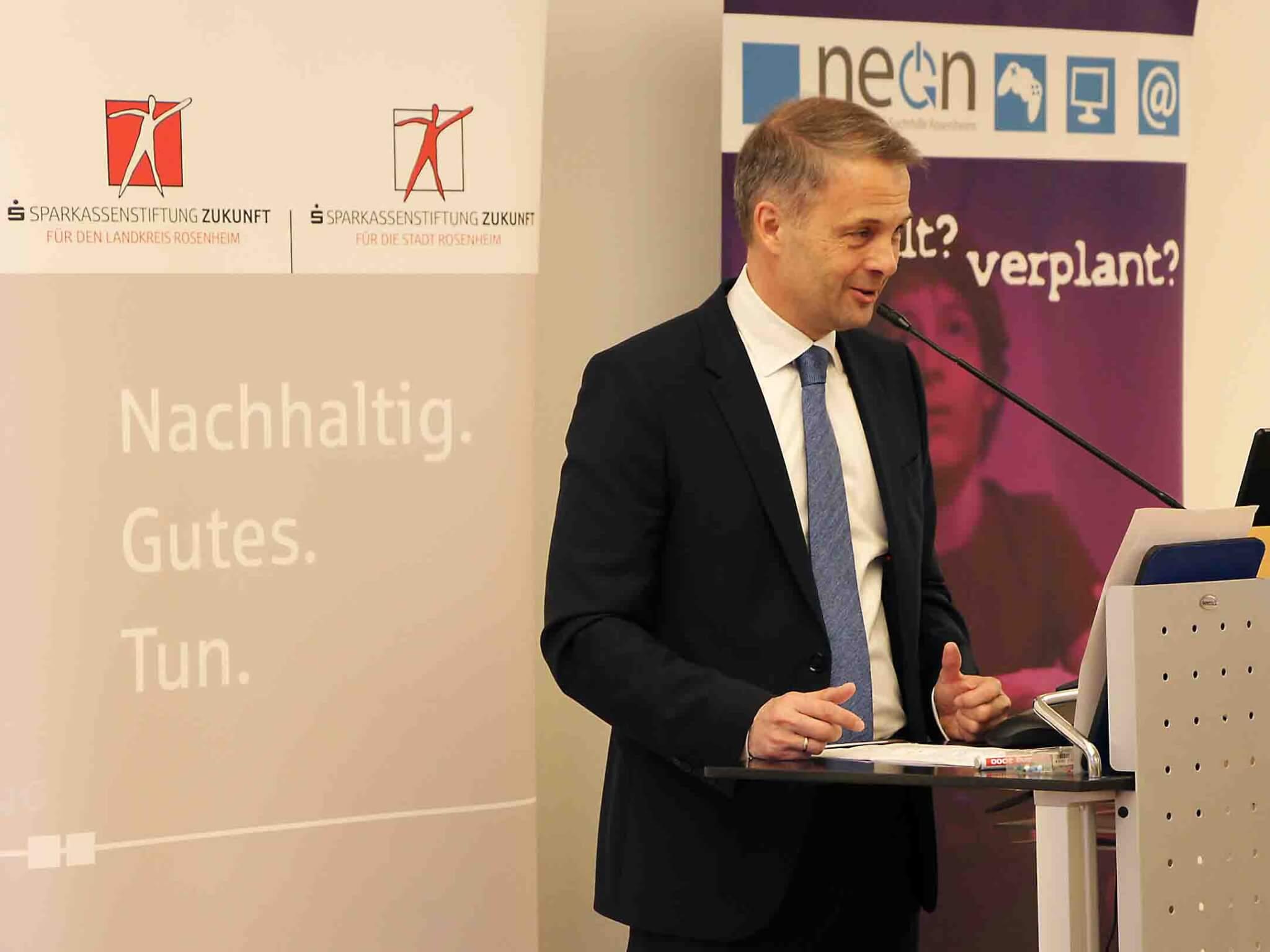 Karl Göpfert, Vorstandsmitglied der Sparkassenstiftungen Zukunft, begrüßte die zahlreichen Gäste.
