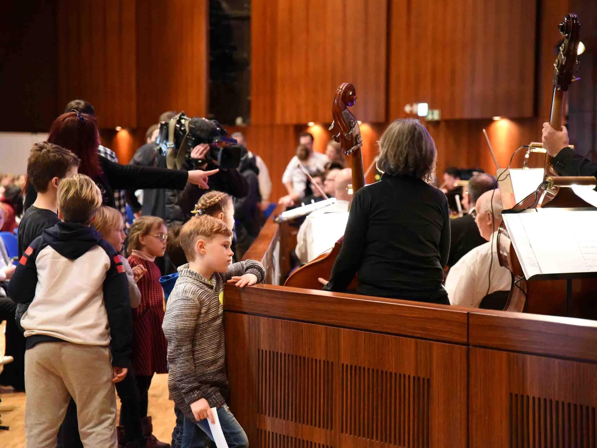 """Eine richtige """"Oper zum Anfassen"""": Auch ein Blick in den Orchestergraben war erlaubt."""