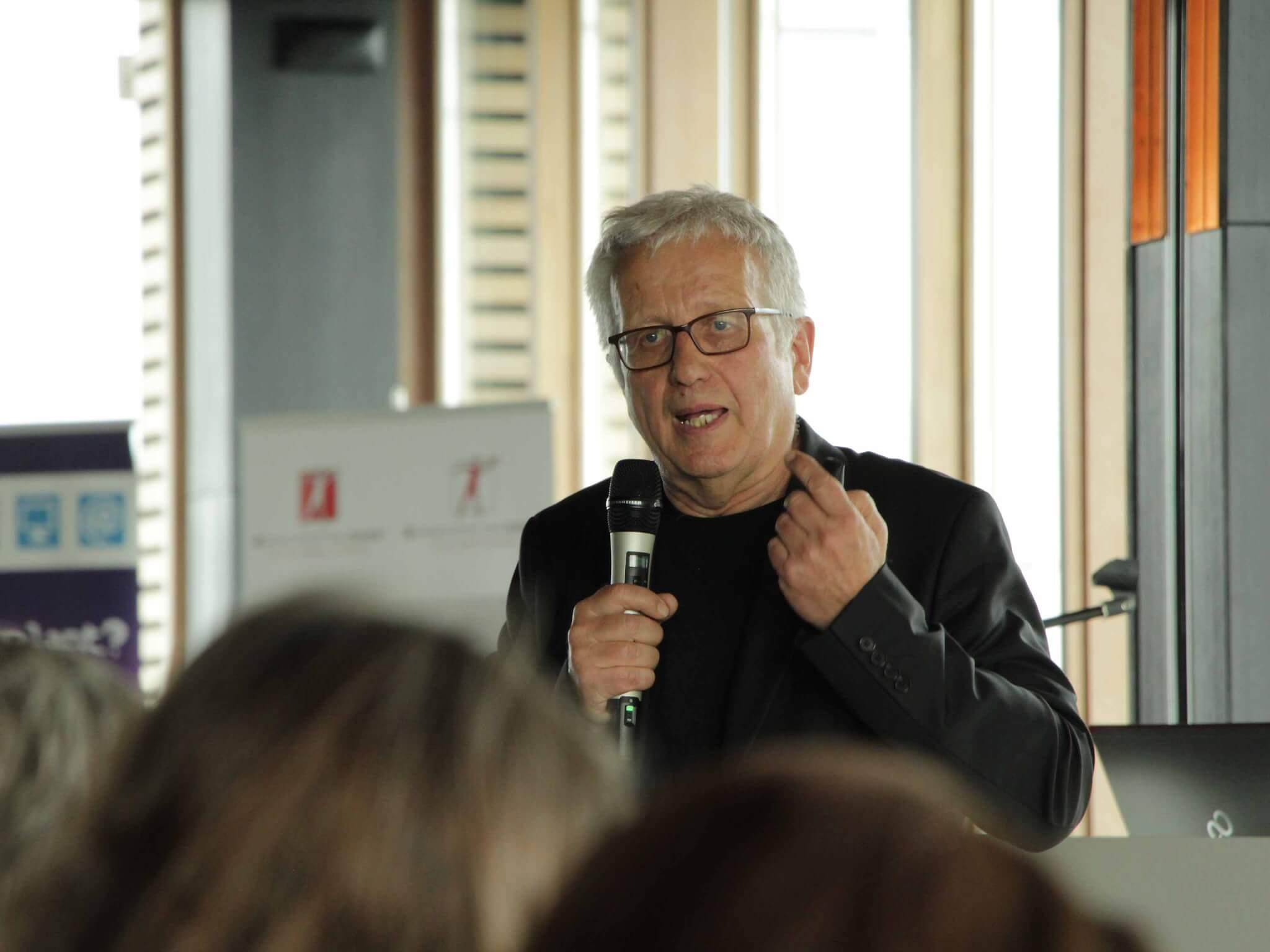 Günther Anfang, Leiter des Medienzentrum München, sprach sich dafür aus, die Kinder möglichst früh an die sinnvolle Nutzung digitaler Medien heranzuführen.