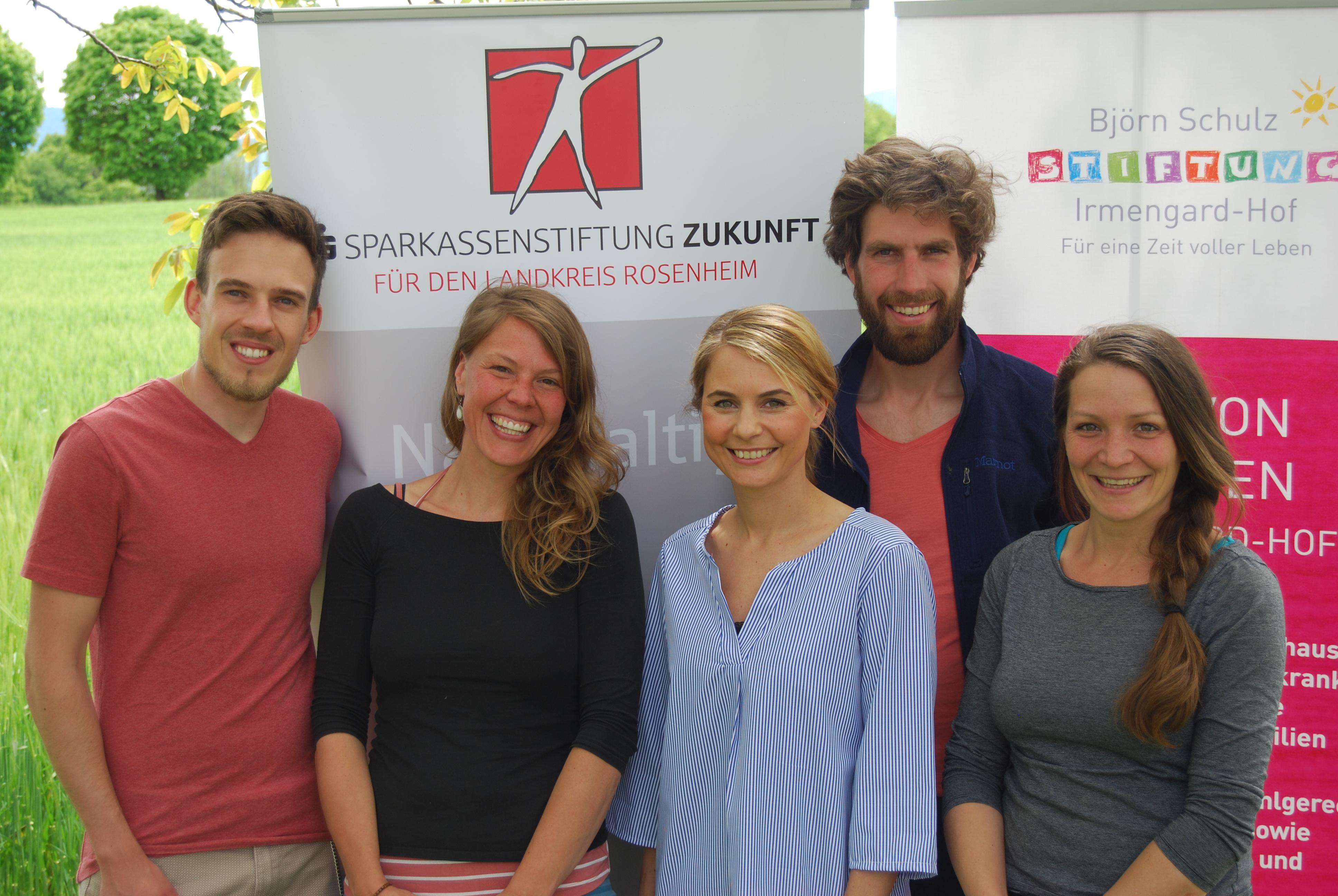 Franziska Bürger, Alexa Hubert und Linda Schlesinger (v.re.) mit zwei Honorarkräften.